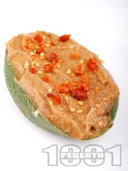 Веган пастет / разядка с гуакамоле и кьопоолу от патладжан, домат и люти чушки (пълнено авокадо) - снимка на рецептата